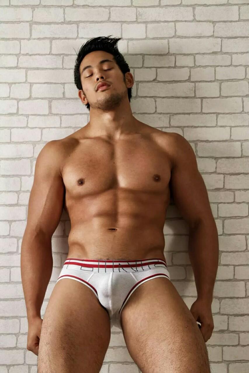 Handsome Muscular Model - QueerClick